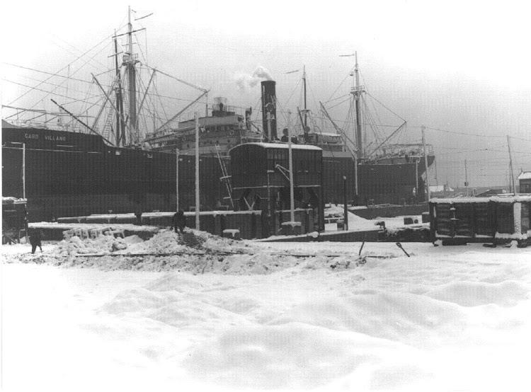 El vapor CABO VILLANO en el dique flotante y deponente. Foto de autor desconocido.jpg