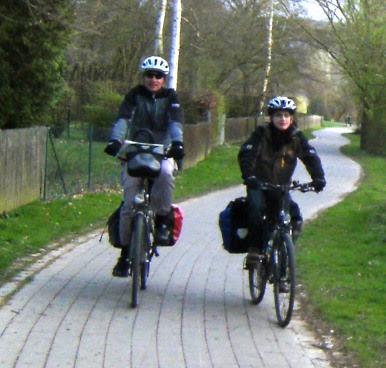 Chris und Sebastian auf dem Fulda-Radweg und hessischen Radweg R1 kurz vor Kassel (Foto: Mirjam Müller)
