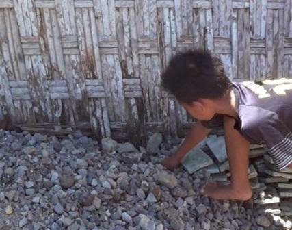 Berita foto Sinar Ngawi Terkini adalah Pelajar siswa SD temukan Granat aktif