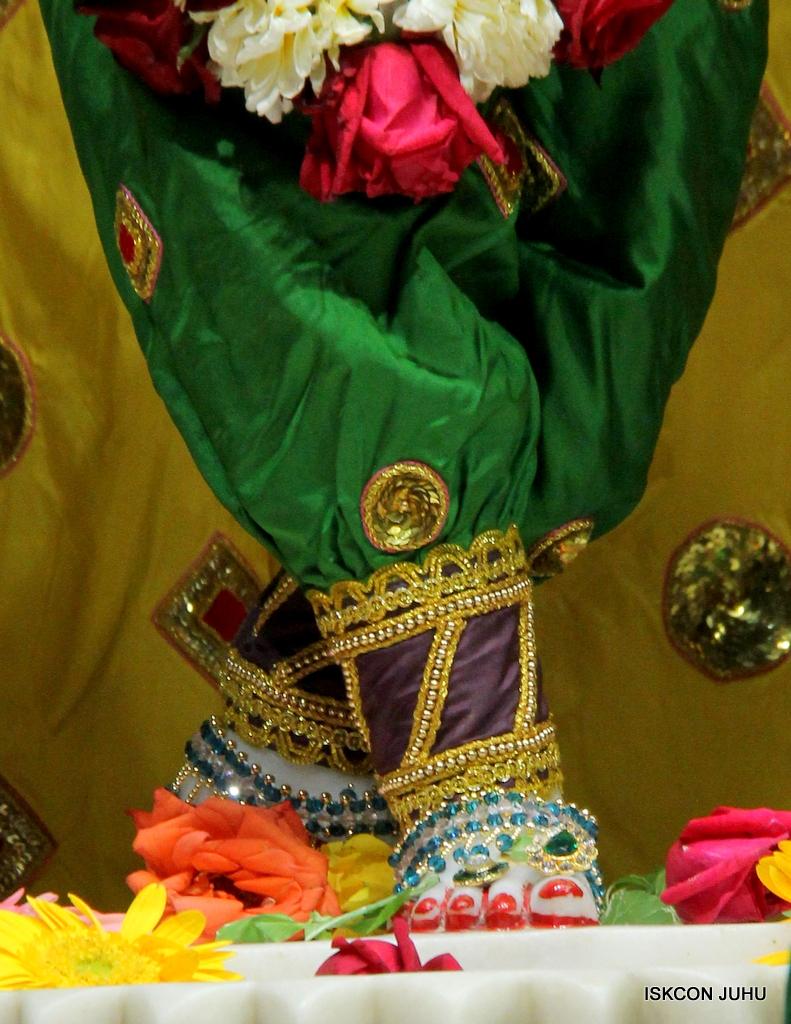 ISKCON Juhu Sringar Deity Darshan on 18th Jan 2017 (42)