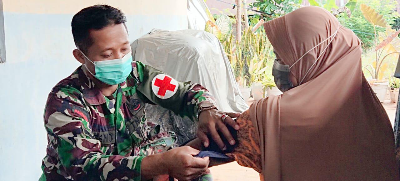 Tim Kesehatan Satgas TMMD Selalu Siap Melayani Warga