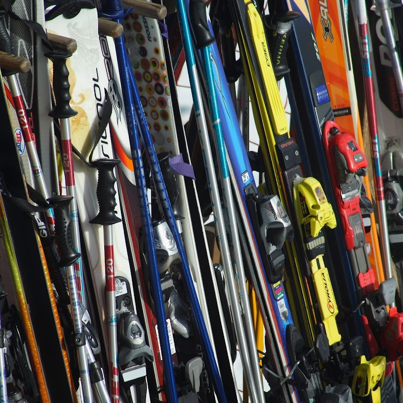 Meribel_67 Skis.jpg