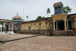 Thiruchemponpalli (Semponarkoil) Temple Inside Praharam 01