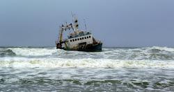 Chalutier échoué au Cape Farilhao Ocean Atlantique
