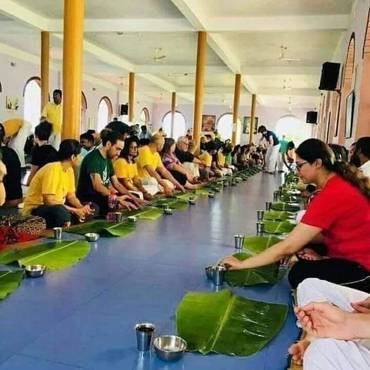 एक सामाजिक चिंतन - आलती पालती भोजन अब क्यों नही कर रहे लोग ? | Gyansagar ( ज्ञानसागर )