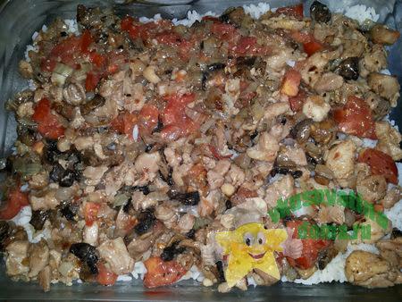 Запеканка с начинкой из курицы с грибами