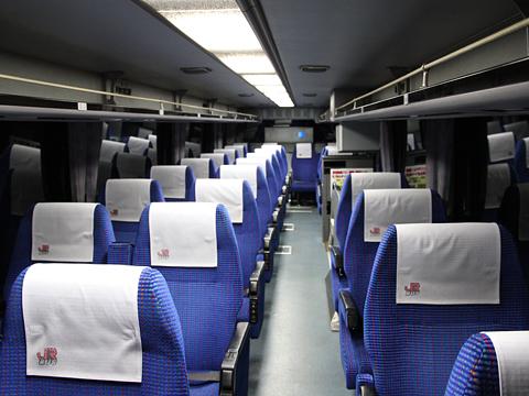 ジェイアール九州バス「福岡周南ライナー」 8450 車内