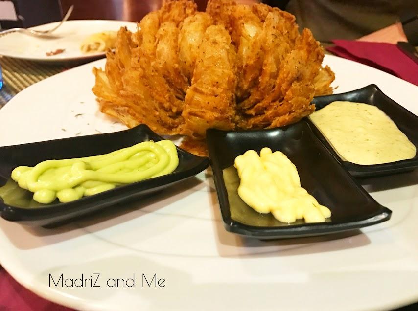 Cebolla rebozada en especias cajún. Nola onion mum