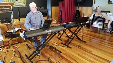 Gorodn Sutherland playing his Pa4X.
