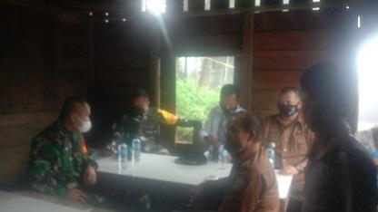 Demi Suksesnya TMMD, Danrem  023/KS bersama Dandim Kodim 0212/KS Lakukan Koordinasi Saat Menunggu Hujan Reda