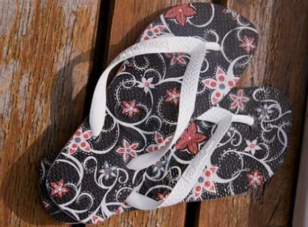 Customização de chinelo com guardanapo estampado (decoupage)