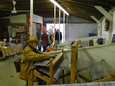 Weaving demonstratio