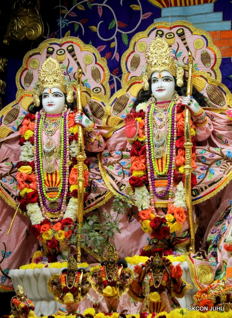 ISKCON Juhu Sringar Deity Darshan 10 Jan 2017 (61)