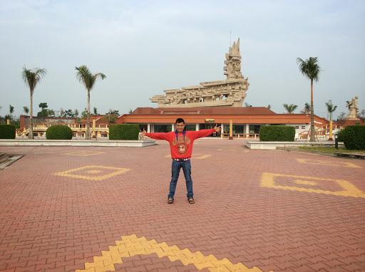 Nhan Thach Photo 8