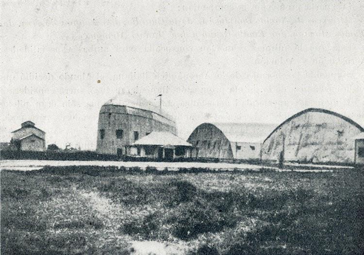 31- Campo de la Aeronáutica Naval en el Prat. Se ve el antiguo hangar del España. Foto del libro Historia de la Aeronáutica Española.jpg