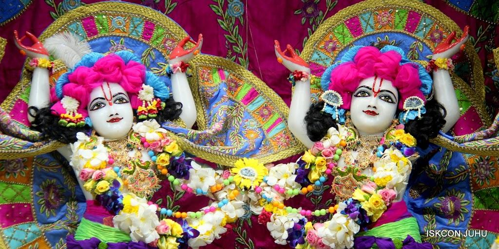 ISKCON Juhu Sringar Deity Darshan on 29th April 2016 (41)