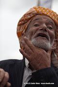 The old man indicates with his hand that the former president Ali Abdullah Saleh should be hanged. Friday prayer on 60 Meter Rd, Sana'a, Yemen جمعة الوفاء لأبين  في شارع الستين بصنعاء
