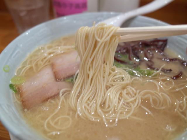 極細ストレート麺を箸でもちあげてみた