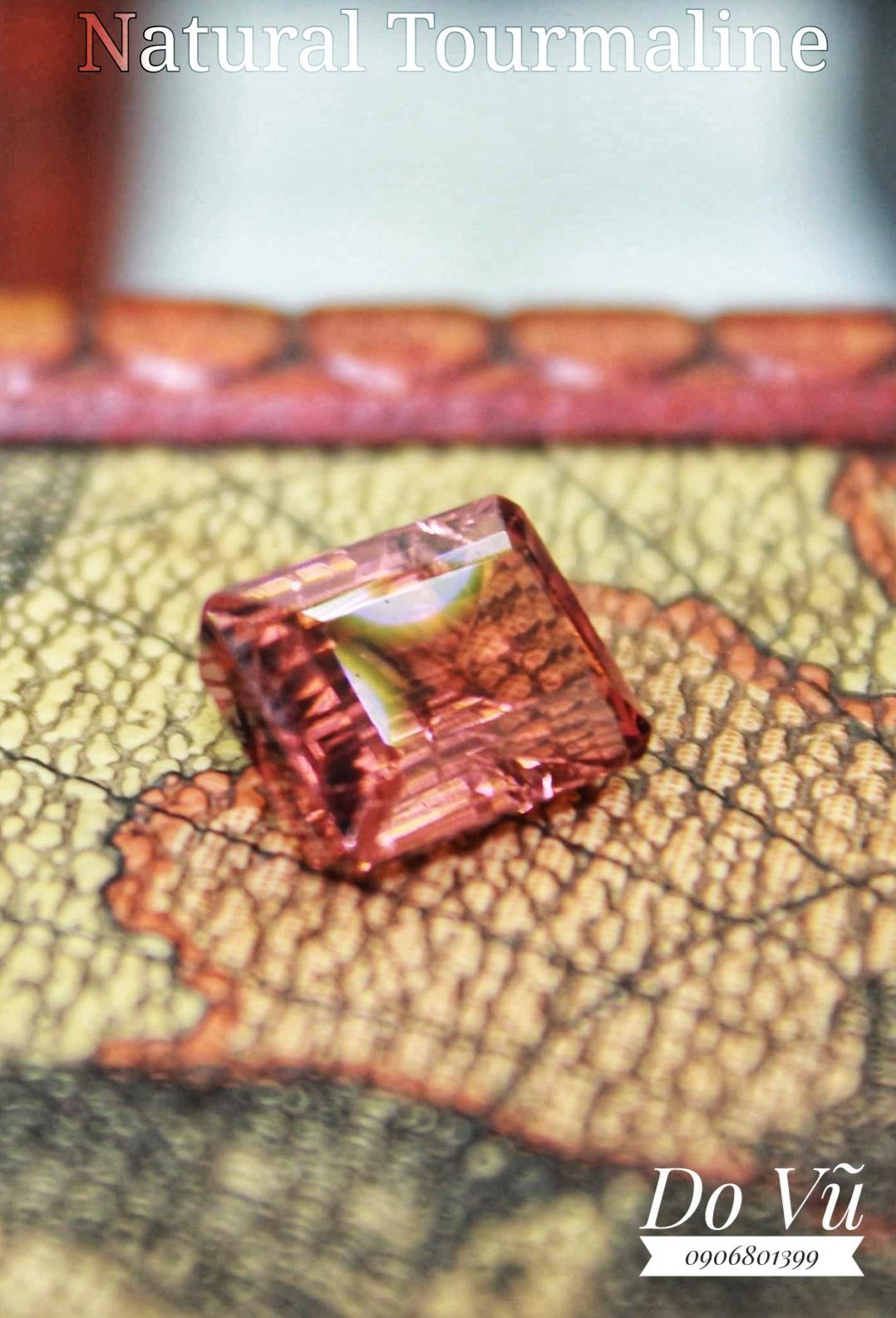 Đá quý Tourmaline thiên nhiên, Natural Tourmaline lửa mạnh long lanh sạch tinh thiên nhiên không xử lý