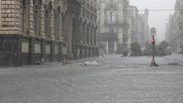 Alerta roja en Sicilia por lluvias torrenciales e inundaciones que ya provocaron al menos dos muertes