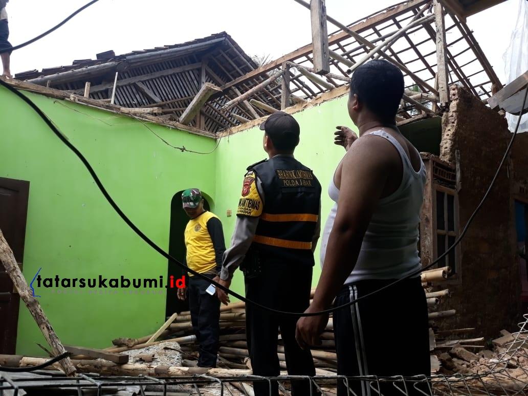 Rumah di Cibadak Sukabumi Ambruk Dampak dari Gempa Banten