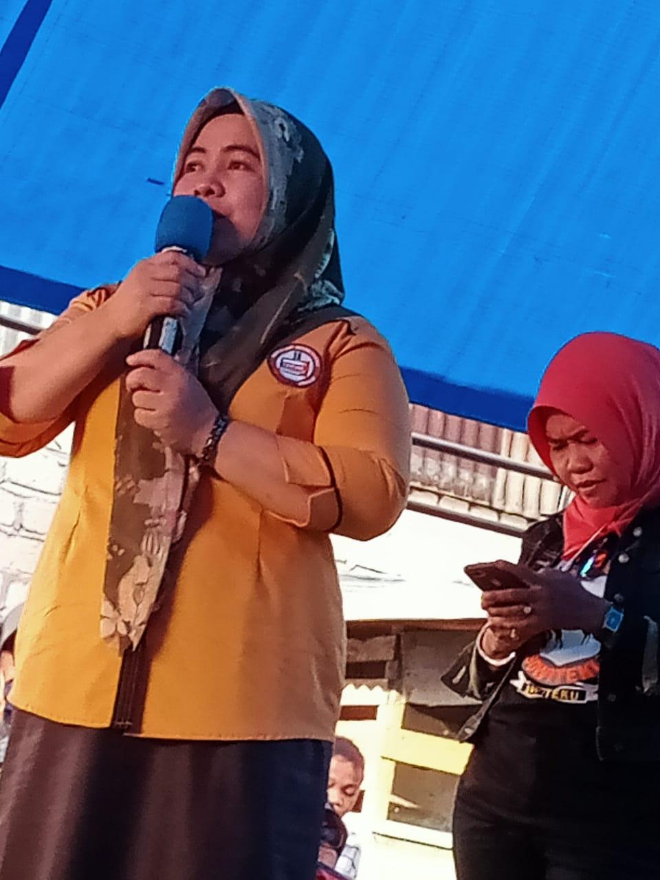 Istri Pejabat Kadis DPMD Muna All Out Mendukung Pasangan Rajiun - La Pili Sebagai Bupati Muna