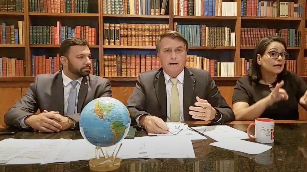 """Bolsonaro critica lockdown e lembra que é """"o chefe supremo das Forças Armadas"""""""