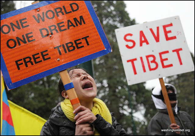 Global Solidarity Vigil for Tibet in front of the Chinese Consulate in Vancouver BC Canada 2/8/12 - 72cc0514%2BA.jpg