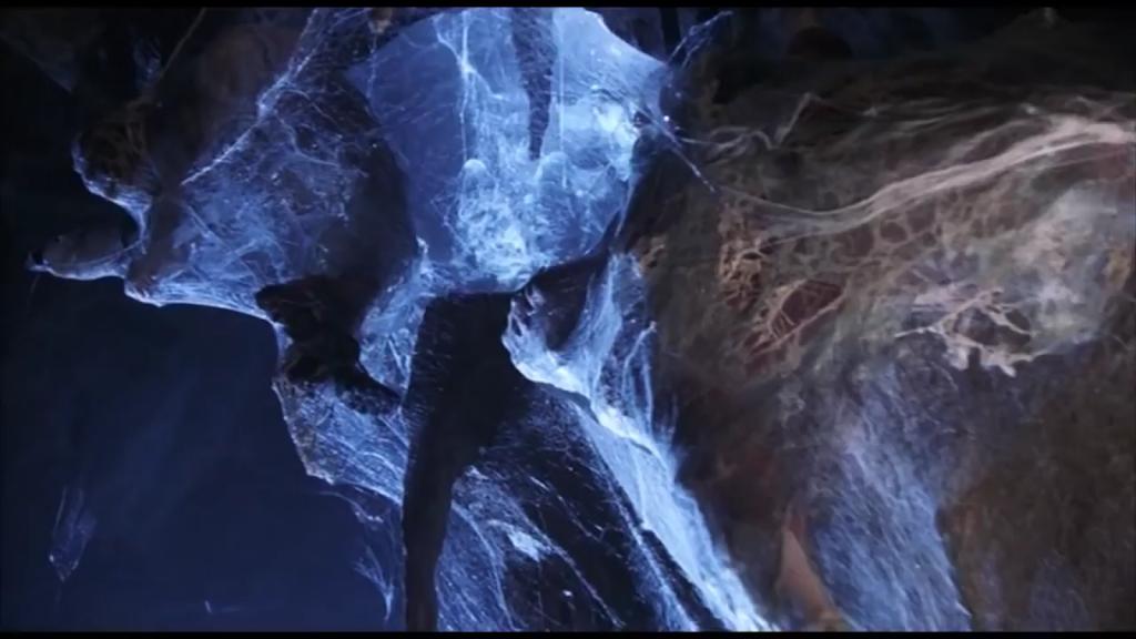 そして、遂に姿を表したペニーワイズの正体。それは大きな蜘蛛の形をした化物だった。  放った銀のイヤリングは硬い甲羅に弾かれるが、柔らかな腹に当たった一発で見事