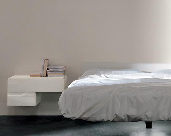 LAGO-letto-FLUTTUA-con-comodino-laccato.jpg
