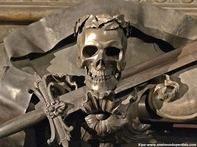 adorno-tumba-cripta-imperial-capuchinos-viena.JPG