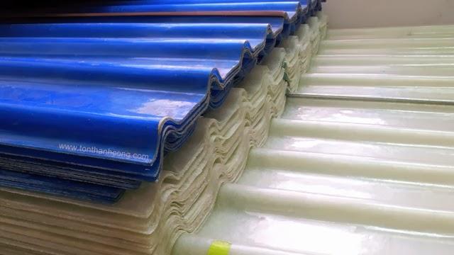 Hình tôn nhựa sợi thủy tinh 9 sóng vuông màu trắng trong và xanh dương