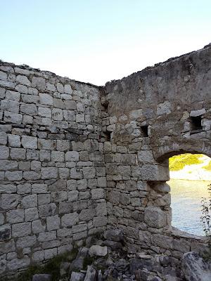 'Beautiful bay' (GC4KEJ6), in diesem alten Gebäude war der Cache versteckt.