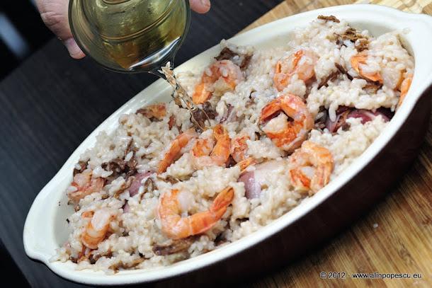 File de pastrav in prosciutto cu risotto cu creveti