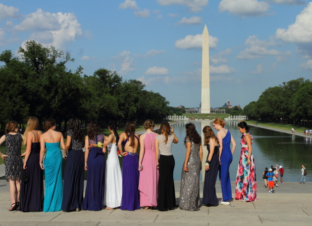 Bridesmaids pose in front of the National Monument, Washington DC
