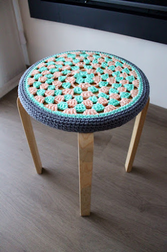 Not 2 late to craft: IKEA Hack: funda de ganxet per tamboret / IKEA Hack: crochet stool cover