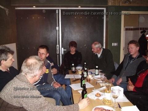 Sas, Durk, Pieter, Trienke, Geert en Klaas. Ja er werd flink gedronken; een dorstige Buurt.