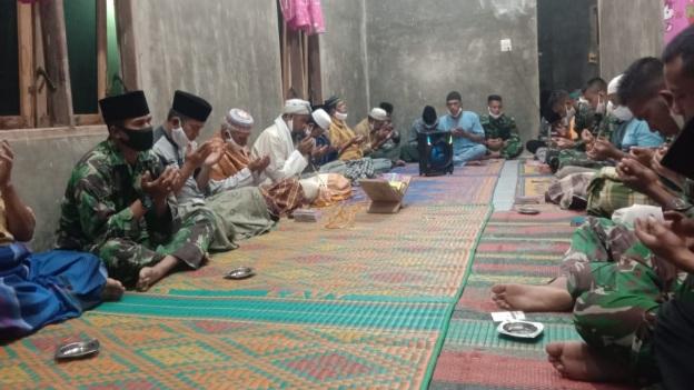 Jalin Silaturahmi, Satgas Laksanakan Doa Bersama  di TMMD Tapsel