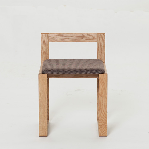 M-CHAIR:正面