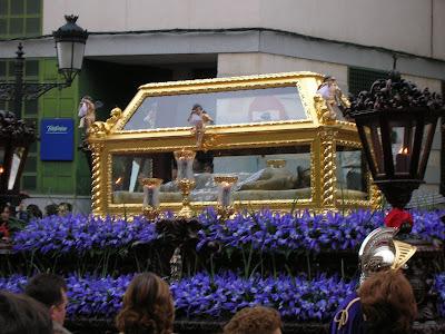 El yacente en la procesión del Santo Entierro en Pozoblanco. Foto: Pozoblanco News, las noticias y la actualidad de Pozoblanco (Córdoba)* www.pozoblanconews.blogspot.com * Prohibido su uso reproducción