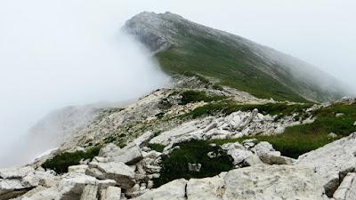 Auf dem Grat vom Großer Daumen im Nebel der zweite Daumengipfel Hinterstein Allgäu