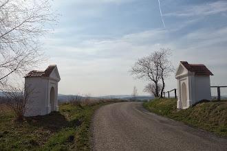 Photo: dvě výklenkové kapličky za Dolními Povelicemi (na Horní Povelice)