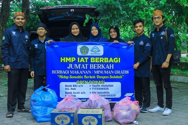 Momentum Maulid Nabi, HMP IAT UIN Ar-Raniry Bagi Paket Sembako Ke Warga