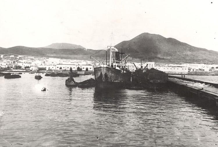 Vapor MAR TIRRENO en Las Palmas. Foto de la pagina web ARCHIVO FEDAC.jpg