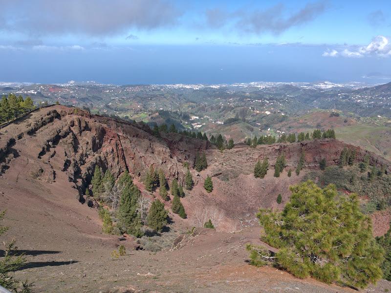 Caldera de los Pinos de Galdar, la 1500 de metri deasupra oceanului.