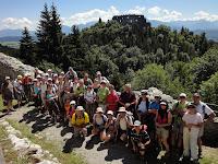 Le groupe des randonneurs au vieuxchâteau fort d'Eisenberg /Die Wandergruppe an deralten Burg von Eisenberg