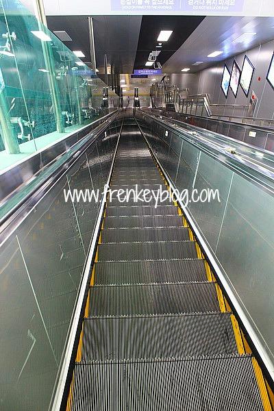 Eskalator Panjang untuk pindah line ke Jeondae - Everland Station
