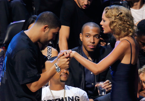 Drake Is Reportedly Helping Taylor Swift Record Hip - Hop Tracks For Her Next Album