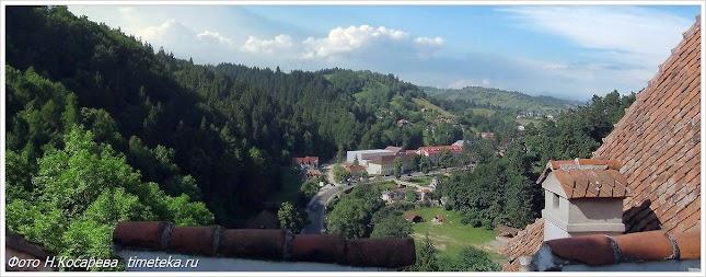 Вид на дорогу из замка Бран.