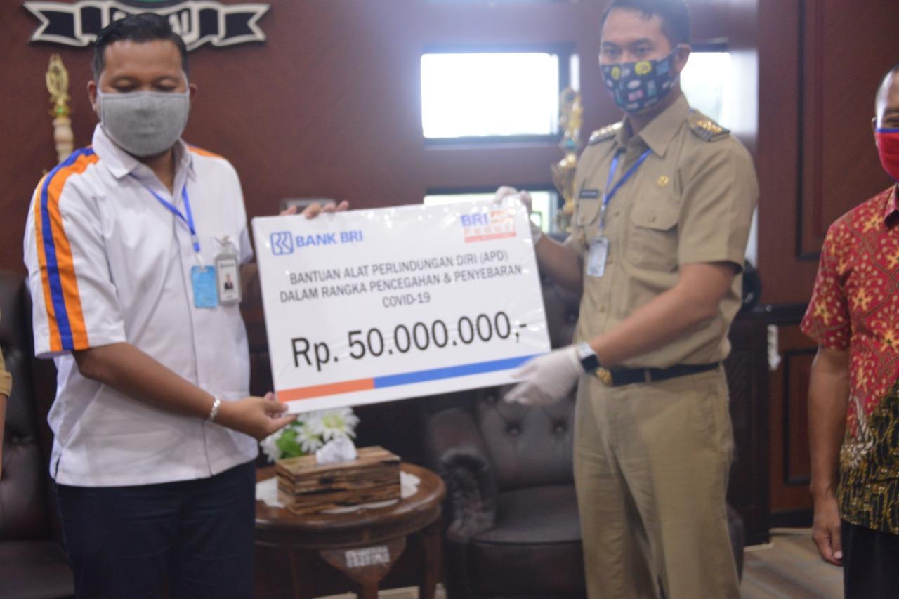 Pemkab Sinjai Dapat Bantuan APD dari Bank BRI